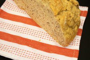 Chleb z siemieniem lnianym i żytem