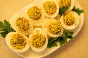 Nadziewane pieczarkami jajka