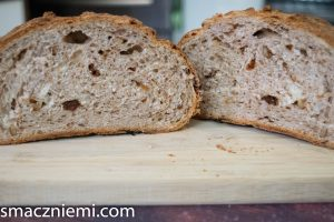 Chleb z orzechami i śliwką z TM
